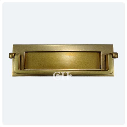 Croft 1643 Letter Plate With Knocker In Brass Bronze