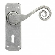 Monkeytail Door Lever Handles on Keyhole Backplate Pewter